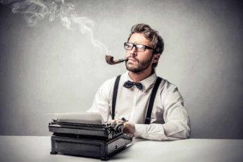 человек за печатной машинкой
