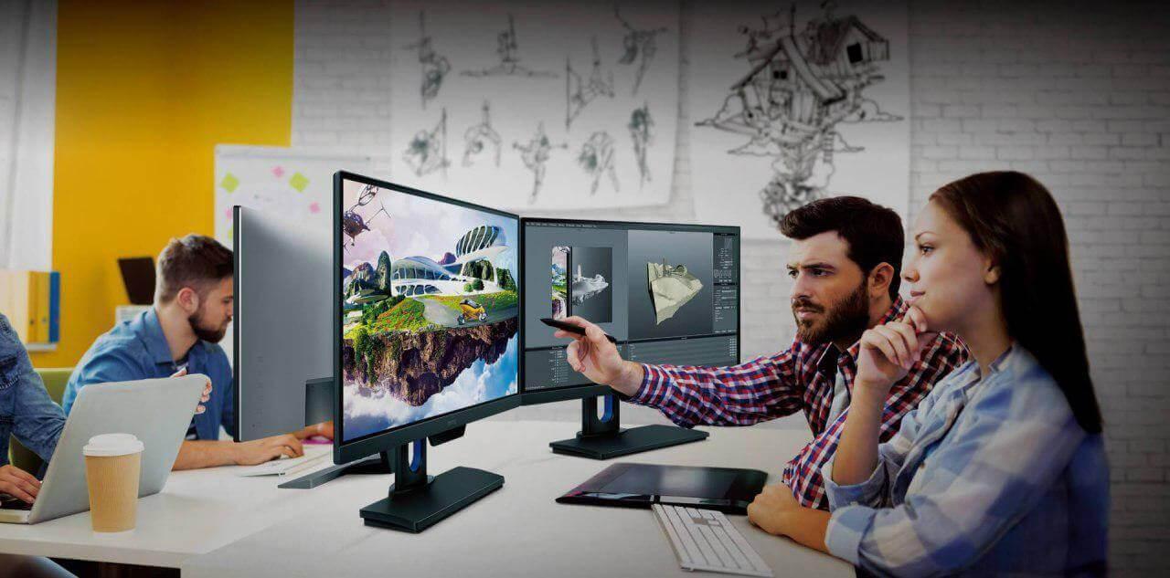 веб-дизайнеры за мониторами