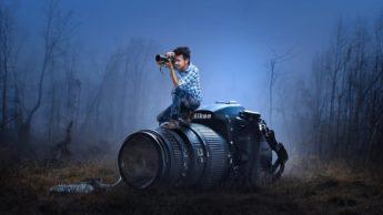 Человек с фотоаппаратом на большом фотоаппарате